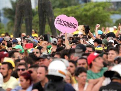 """Bolsonaro afirma que Brasil comienza """"a liberarse del socialismo"""""""