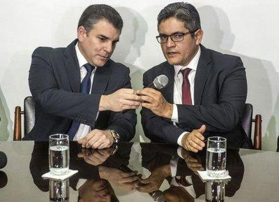 Restituyen a fiscales cesados de caso Odebrecht en giro radical en Perú