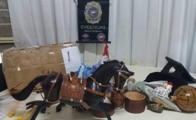 Intentaron enviar droga en el interior de un caballo artesanal