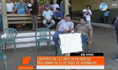 Choferes de la línea 29 iniciaron huelga para exigir aguinaldo