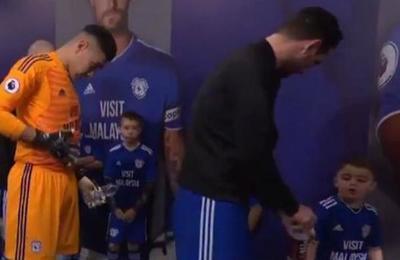 La lección de buena educación que le dio un niño a un jugador de la Premier League