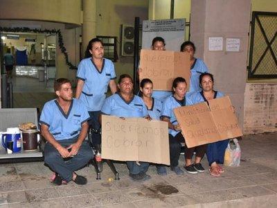 Otra vez Zayr: Limpiadores de Mariano exigen pago de salarios y aguinaldo