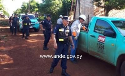 ANDE retiró 160 conexiones clandestinas en Presidente Franco