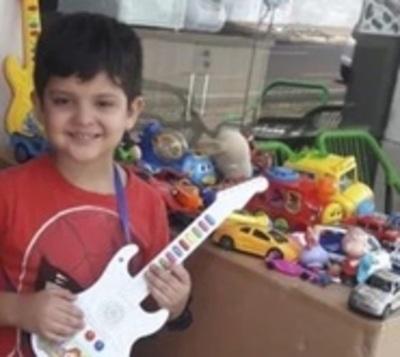 El pequeño Rey Mago: Niño regaló sus juguetes en Encarnación