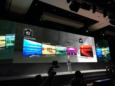 Empresa anuncia que este año venderá televisor que se enrolla sobre sí mismo