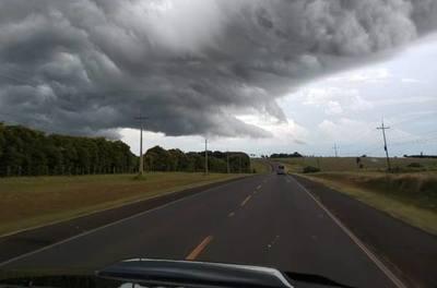 Anuncian lluvias dispersas y ambiente caluroso para hoy martes