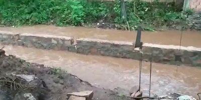 Vecinos denuncian que construción de puente provocará inundaciones