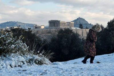 La Acrópolis de Atenas bajo nieve