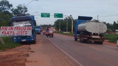 Camioneros llegarán hasta Asunción si no mejoran precio del flete, advierten