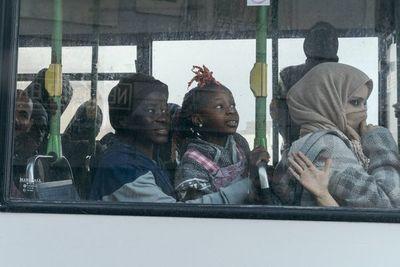 Los migrantes bloqueados en el Mediterráneo desembarcan en Malta