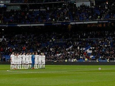 El Bernabéu guarda minuto de silencio en memoria de Mbatí Agüero