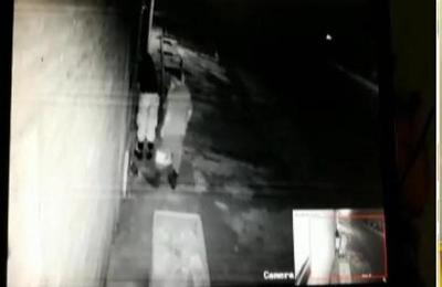 Detienen a policías que sustrajeron artículos desde la casa de un detenido