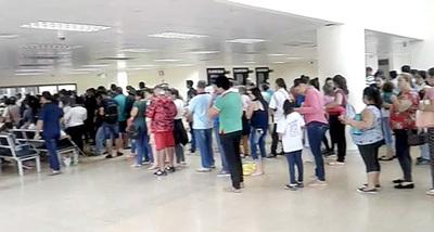 Centenares de pacientes salieron del IPS sin poder consultar en la mañana de ayer