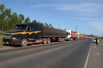 Camioneros siguen manifestación y amenazan con sitiar Asunción