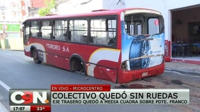 Buses siguen siendo chatarra: Uno se desarma y otro se incendia