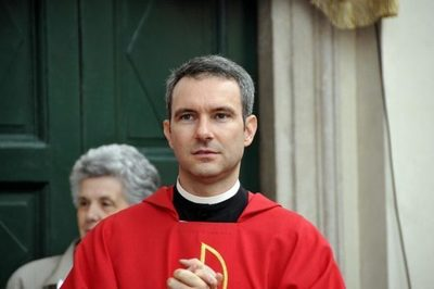 Vaticano procesará a un cura acusado de poseer pornografía infantil