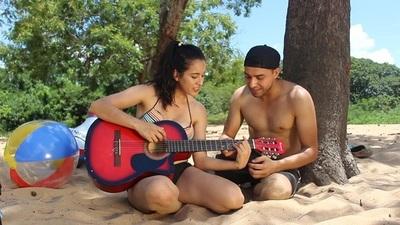 Jóvenes presentan la versión paraguaya de la música Calma