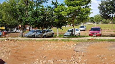 El colmo: Un Shopping utiliza plaza como estacionamiento privado