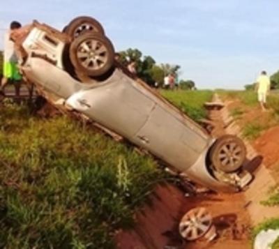 Vuelco deja a dos jóvenes muertos en Caaguazú