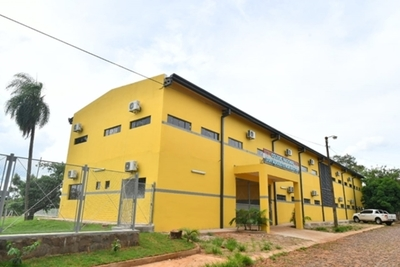 """Colegio Roa Bastos quedó como un """"hotel de 5 estrellas"""" mientras otras escuelas están pésimas"""