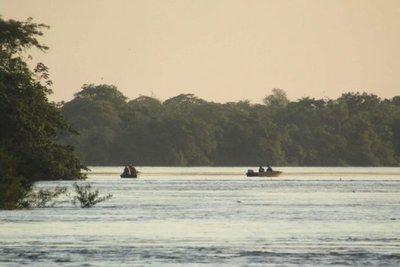 Hombre desaparece en aguas del río Paraná