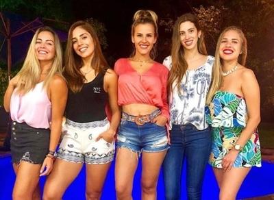 Maga Páez y sus modernas amigas cristianas