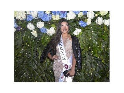 Miss Paraguay cayó al piso en un desfile