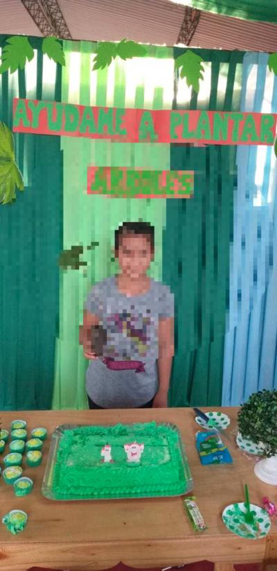 Cumple diferente: niña  repartió plantas de tajy