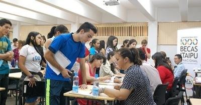 Itaipú brindará 2 mil becas para carreras universitarias, técnicas e idioma