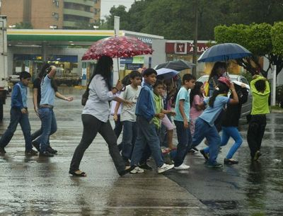 Martes caluroso con lluvias
