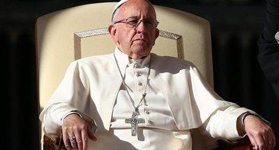 El papa denuncia una cultura hostil a la humanidad, aliada con el dinero