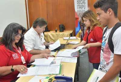 Inscripción online para becas de Itaipú se puede realizar hasta el 21 de enero