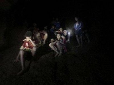 El giro a lahistoria de cómo los niños atrapados en una cueva fueron rescatados