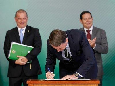 Bolsonaro facilita compra de armas  porque el pueblo brasileño lo pidió
