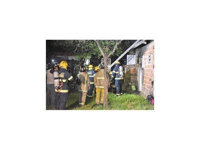 Imputan a hombre que incendió su casa tras pelea de pareja