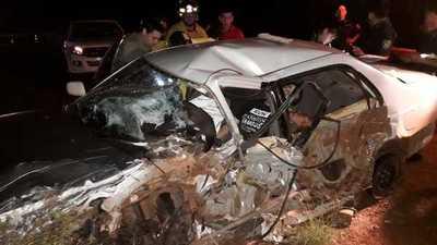 Dos muertos y un herido grave en choque frontal entre automóviles