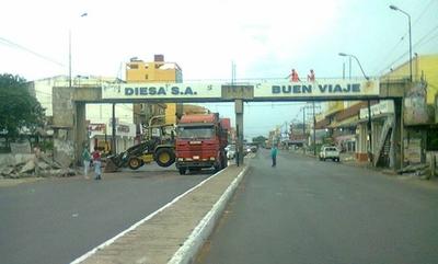 HOY / Demolieron viaducto peatonal de Eusebio Ayala