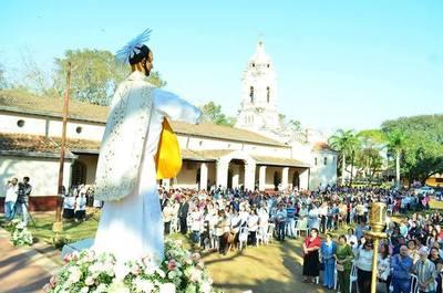 Multitud en la fiesta católica ignaciana