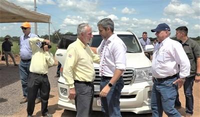 Mario Abdo Benítez visitó zonas de obras de la ruta Bioceánica