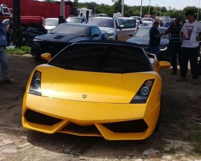 Estado recibe lujosos vehículos de Cucho