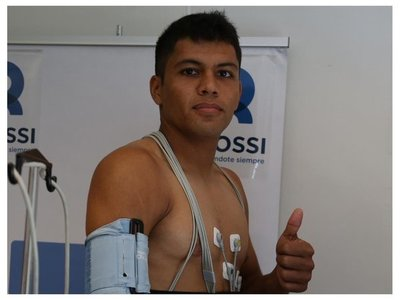 Robert Rojas completa control médico para fichar por River Plate
