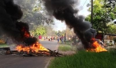 Desalojan a cientos de familias en Limpio