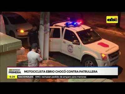 Motociclista ebrio chocó contra patrullera