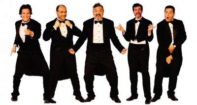 Obra varonil ofrece humor y música en el Teatro Latino