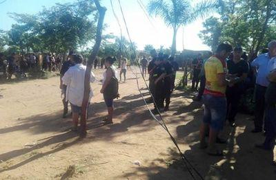 Desalojan a 400 personas de una propiedad en Limpio