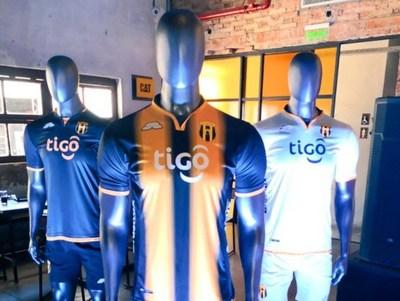 Guaraní presentó sus nuevas casacas
