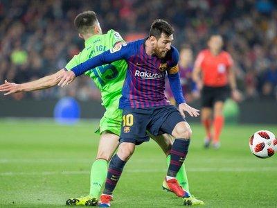 Barça remonta en el césped a la espera del veredicto administrativo