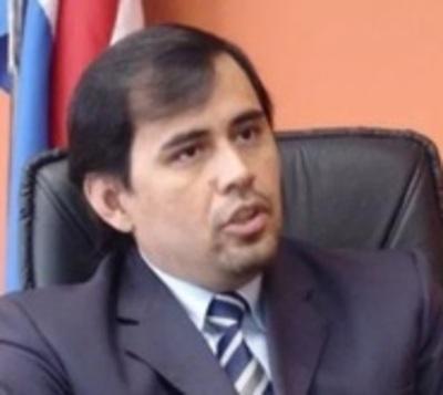 Juez Ayala Brun anunció su renuncia tras ser suspendido por la Corte