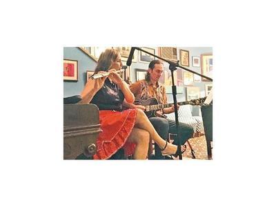 Espectáculo con canto, guitarra y flauta