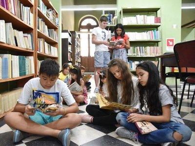 Leer en vacaciones, una excelente opción para chicos y grandes